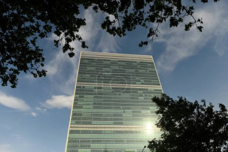 Photo pour New York, Usa - 26 mai 2018 : bâtiment des Nations Unies à New York est le siège de l'Organisation des Nations Unies. Assemblée générale des Nations Unies - image libre de droit
