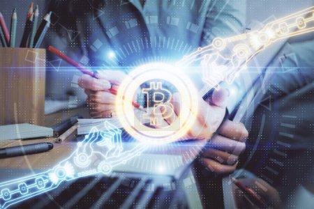 Photo pour Crypto-monnaie hologramme sur les mains de femmes écriture fond. Concept de blockchain. Exposition multiple - image libre de droit