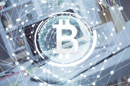 Photo pour Multi exposition de blockchain et crypto économie thème hologramme et table avec fond d'ordinateur. Concept de Bitcoin crypto-monnaie. - image libre de droit