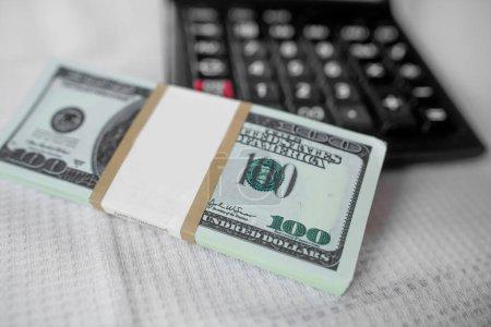 Photo pour Calcul financier de l'argent - image libre de droit