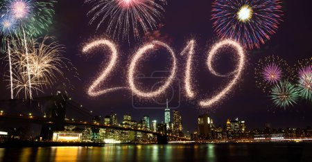 Photo pour New year eve 2019 feux d'artifice sur le Brooklyn bridge - image libre de droit