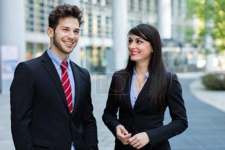 Photo pour Discuter de l'ensemble des partenaires commerciaux - image libre de droit