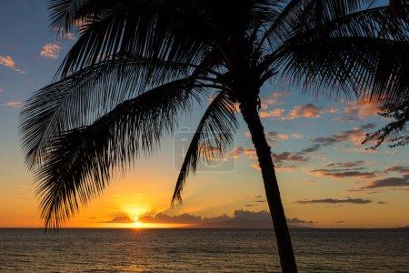 Photo pour Coucher de soleil de Charley Young Beach, Kihei sur l'île hawaïenne de Maui . - image libre de droit