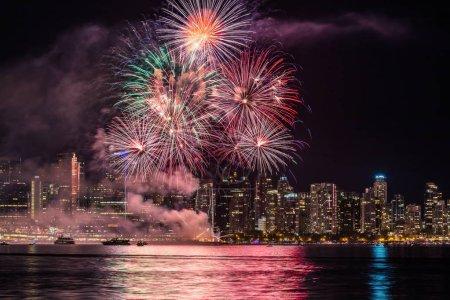 Photo pour Feux d'artifice dans la ville de Vancouver - image libre de droit