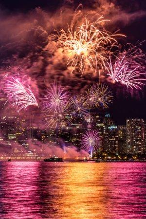 Photo pour Feux d'artifice de jour de Canada à Vancouver - image libre de droit