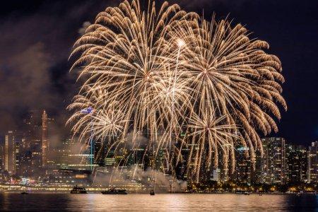 Photo pour Feux d'artifice de ville de Vancouver pour la fête du Canada - image libre de droit