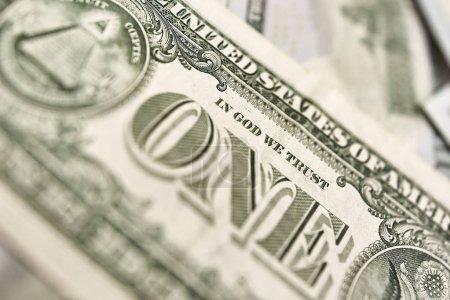 Photo pour L'argent se rapproche. Bons du dollar américain et euros . - image libre de droit