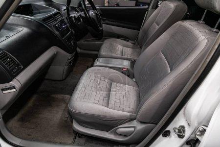 Photo pour Novossibirsk, Russie 17 juillet 2019 : Toyota Opa, gros plan sur le tableau de bord, lecteur, volant, poignée d'accélérateur, boutons, sièges. intérieur de voiture moderne - image libre de droit