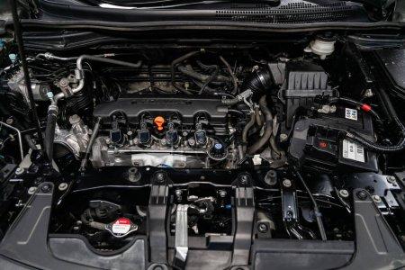 Photo pour Novossibirsk, Russie 07 septembre 2019 : Honda CRV, Détail rapproché du moteur de la voiture, vue de face. Moteur à combustion interne, pièces de voiture, détailler - image libre de droit