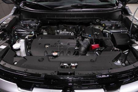 Photo pour Novossibirsk / Russie 25 mai 2020 : Mitsubishi ASX, Détail rapproché du moteur de la voiture, vue de face. Moteur à combustion interne, pièces de voiture, détailler - image libre de droit