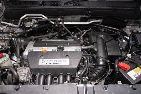 Nowosibirsk / Russland 02. April 2020: Honda CR-V, Nahaufnahme eines sauberen Motorblocks. Verbrennungsmotor, Autoteile, Detektion