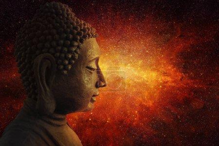 Photo pour Méditation spirituelle liée à l'énergie de l'univers - image libre de droit