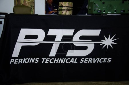 Photo pour Kiev, Ukraine - le 09 octobre 2019 : stand d'exposition Perkins Technical Services, Inc. (PTS, Inc.) - image libre de droit