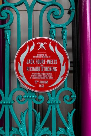 Photo pour London, UK - August 18th 2020: A memorial plaque at Smithfield Market in the City of London, honouring Firemen Jack Fourt-Wells and Richard Stocking who gave their lives during the 1958 Smithfield Market Fire. - image libre de droit