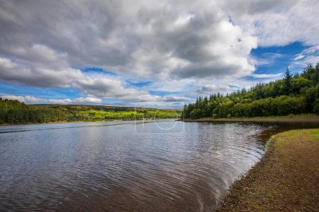 Photo pour A view of the beautiful Pontsticill Reservoir located on the Taf Fechan in South Wales, UK. - image libre de droit