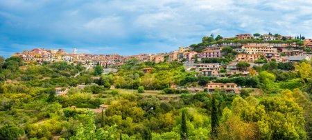 Photo pour Panorama du village Capoliveri de l'île d'Elbe, Toscane, Italie, Europe. - image libre de droit