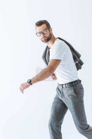 Photo pour Bel homme élégant en lunettes, t-shirt blanc et costume gris, isolé sur blanc - image libre de droit