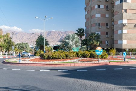 Photo pour Eilat, Israel - 9 février 2019: Rond point de justes parmi la place des Nations à Eilat - image libre de droit