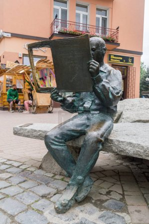 Photo pour Zakopane, Poland - June 14, 2020: Highlander Monument on Krupowki street. - image libre de droit