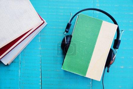 Photo pour Audio book concept, Books with headphones for listening to audiobook - image libre de droit