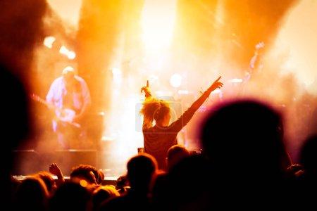 Photo pour Foule au concert - festival de musique - image libre de droit