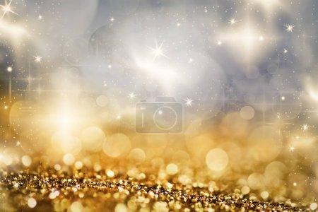 Photo pour Fond de Noël abstrait avec des lumières de vacances et de l'espace de copie paillettes bokeh magique avec des étoiles clignotantes et des flocons de neige tombant - image libre de droit