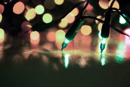 Photo pour Lumières de Noël colorées - fond abstrait - image libre de droit