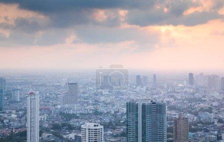 Photo pour Vue aérienne des gratte-ciel de Bangkok City avec King Power MahaNakhon building Thaïlande - image libre de droit