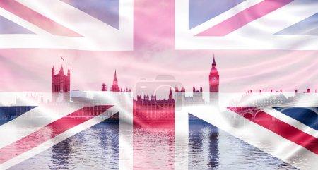 Photo pour Concept de brexit - double exposition des repères et du drapeau du Royaume-Uni - image libre de droit