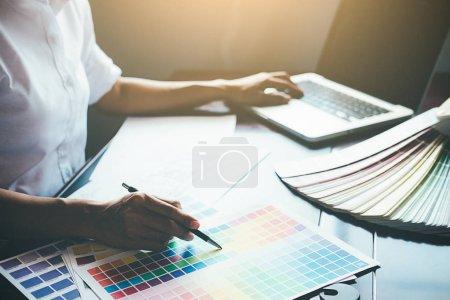 Photo pour Architecte ingénieur conception travaillant sur Blueprint Concept de planification. Concept de construction - image libre de droit