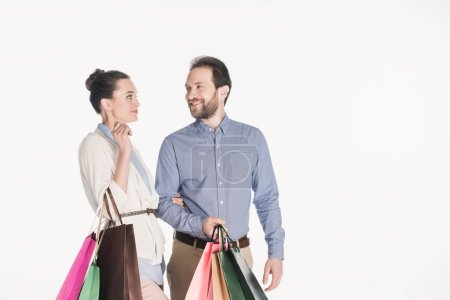 Photo pour Portrait d'un couple gai de sacs isolés sur blanc - image libre de droit