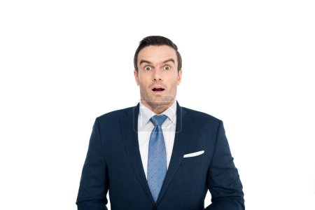Photo pour Choqué homme d'affaires d'âge moyen regardant la caméra isolée sur blanc - image libre de droit