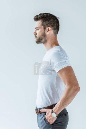 Photo pour Vue du profil d'un bel homme barbu isolé sur fond blanc - image libre de droit