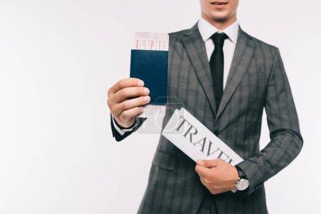 Photo pour Image recadrée d'homme d'affaires montrant passeport et billet isolé sur blanc - image libre de droit