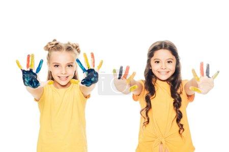 Foto de Hermosos niños felices mostrando coloridas pintaron las manos y sonriendo a cámara aislada en blanco - Imagen libre de derechos