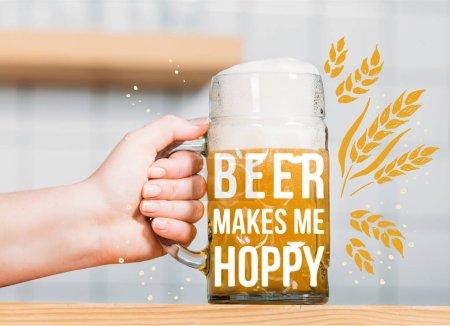 """Foto de Vista parcial de bartender mujer poner taza de cerveza con espuma en barra de bar con inspiración """"la cerveza me hace hoppy"""" - Imagen libre de derechos"""