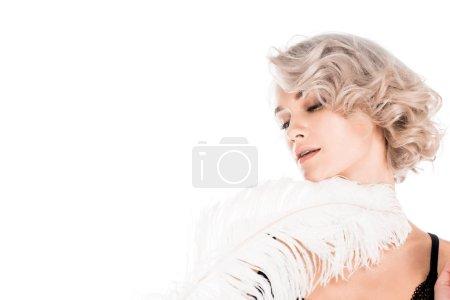 Photo pour Belle femme tendre avec plumes blanches isolé sur blanc - image libre de droit