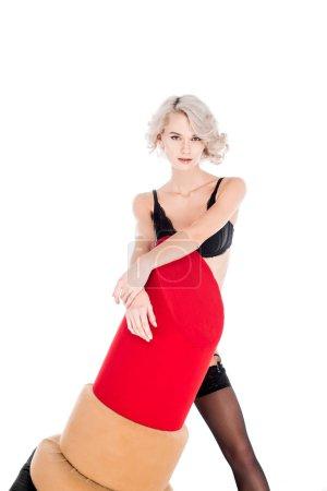 Belle femme séduisante lingerie tenue gros rouge à lèvres isolé sur blanc