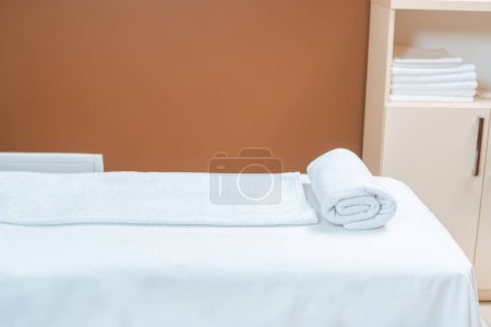 Empty spa room with clean white towels