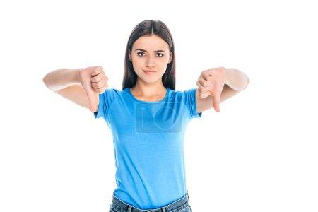 Foto de Retrato de mujer joven atractiva que muestra los pulgares abajo aislado en blanco - Imagen libre de derechos
