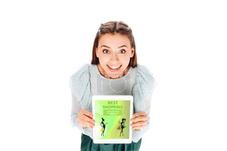 Photo pour Vue d'angle élevé de souriante jeune femme avec pastilles avec les meilleures boutiques de lettrage isolé sur blanc - image libre de droit
