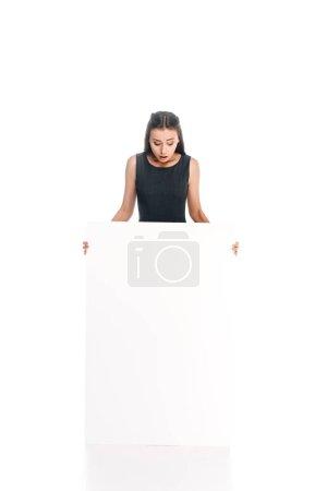 Photo pour Choqué de jeune femme avec bannière blanc isolé sur blanc - image libre de droit