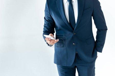 Foto de Imagen recortada del empresario con smartphone aislado en blanco - Imagen libre de derechos