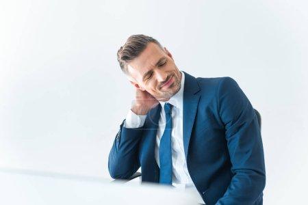 Photo pour Gai homme d'affaires fatigué touchant le cou isolé sur blanc - image libre de droit