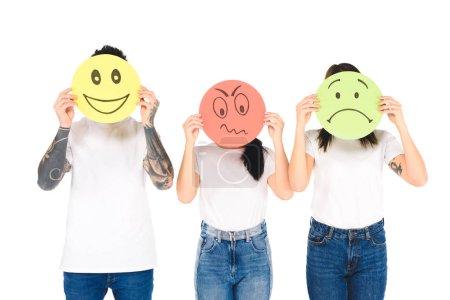 Gruppe junger Leute, die runde Karten mit verschiedenen Gesichtsausdrücken halten, isoliert auf weißem Hintergrund
