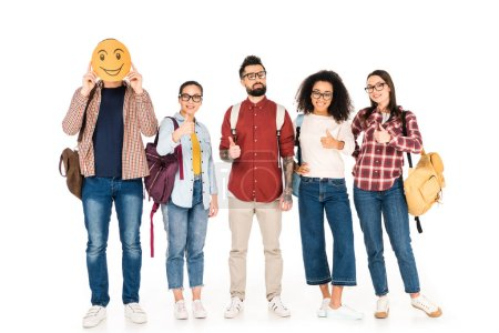 Foto de Grupo milticultural de gafas que muestran los pulgares y permanente con el hombre que muestra emoción feliz tarjeta aislado en blanco - Imagen libre de derechos