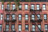 """Постер, картина, фотообои """"полный кадр здания с лестницы в Нью-Йорке, США"""""""