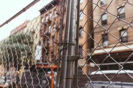 Photo pour Mise au point sélective du net et de la rue de new york city, usa - image libre de droit