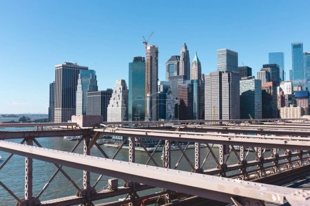 Photo pour Scène urbaine de manhattan de brooklyn pont à New York, Etats-Unis - image libre de droit