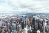 """Постер, картина, фотообои """"Аэрофотоснимок небоскребов Нью-Йорка и пасмурное небо, США"""""""
